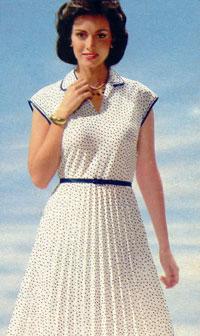 Платье с коротким спущенным рукавом